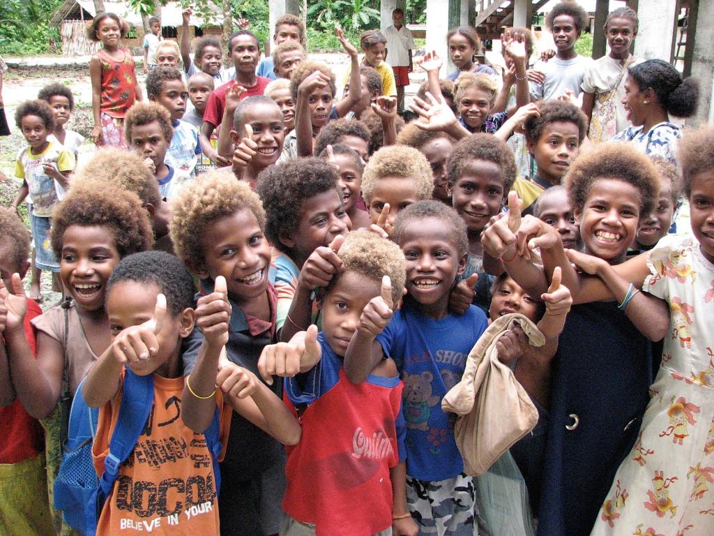 Fenualoa_Tuo_school_children