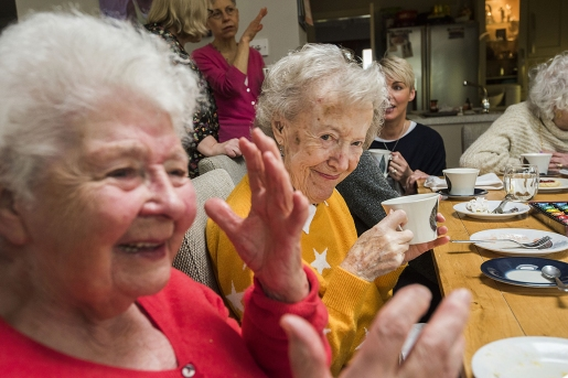 Pic Alan Richardson, Dundee. www.pix-ar.co.uk Free to Use Contact the Elderly guest ann with 1000th guest Doris